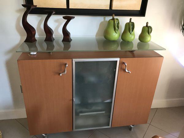 Buffet. Dinner consola / Bifet para comedor for Sale in Miami, FL - OfferUp