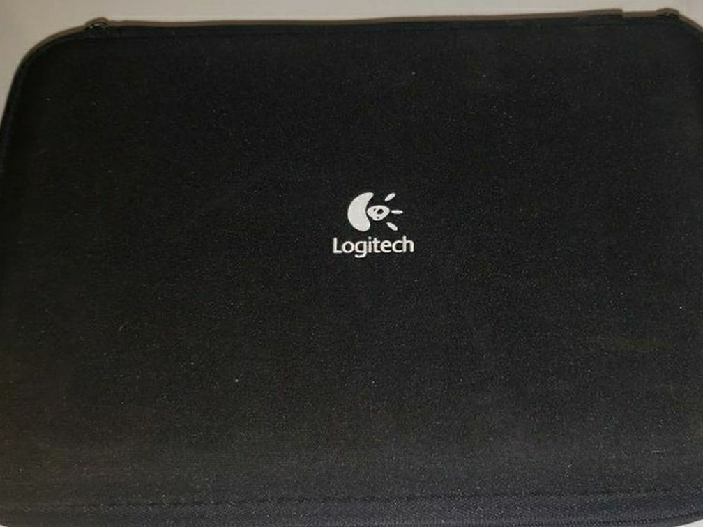 Logitech Computer/Laptop  Speakers. Like new with case and support stands