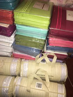 Clara Clark deluxe sheet set And Memory pillows Thumbnail