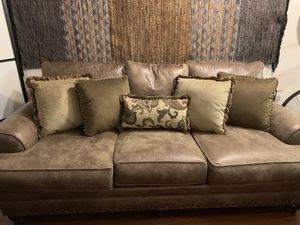 Brown/Tan Throw Pillows for Sale in Los Angeles, CA