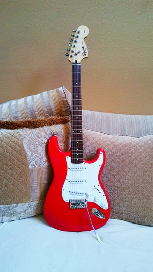 Fender squier strat 20th anniversary ( sep 2002 ) + free guitar stand for Sale in Apopka, FL