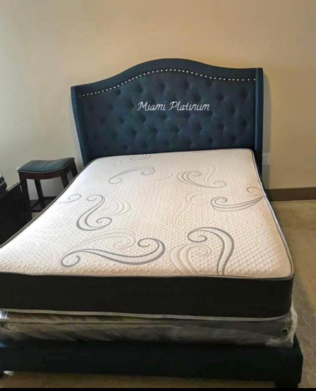 Queen bed 🛏 Mattress Included
