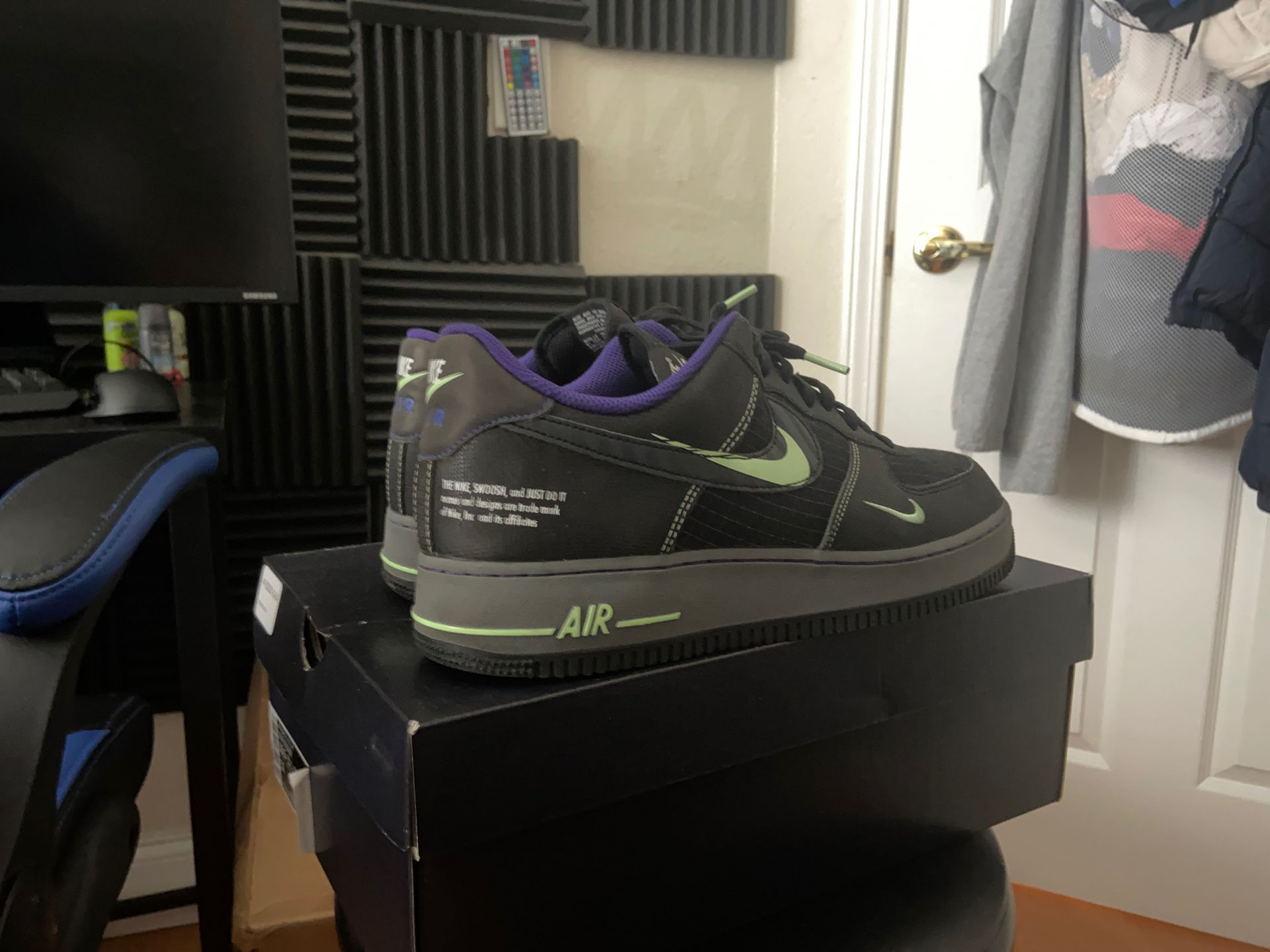 Air Force 1 Size 10.5 (3M crazy👀)