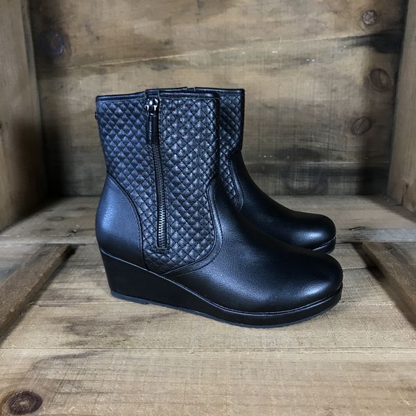 2bc56bf2d9b7e NEW Michael Kors Wedge Boot Women s 6.5 for Sale in Yarmouth