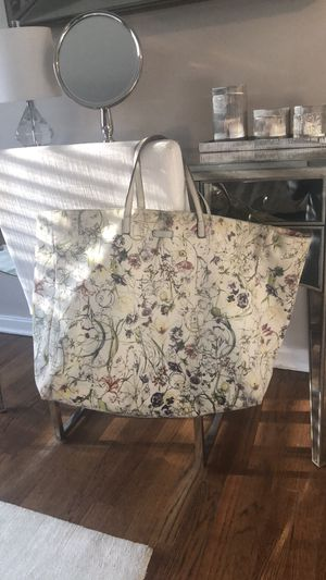 a6f065fef56 New and Used Gucci tote for Sale in Wilmington
