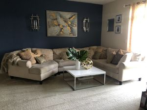 Haverty's sectional sofa for Sale in Jessup, MD