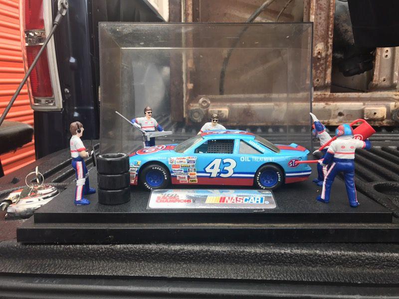 Richard Petty 43 Racing Champions Pit Stop Show Casereplica Diecast