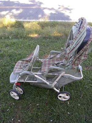 Nice double baby stroller for Sale in Princeton, NC