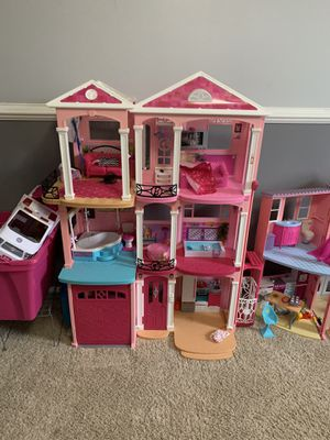 Photo Barbie dream house, camper, ambulance and a ton of Barbies and accessories