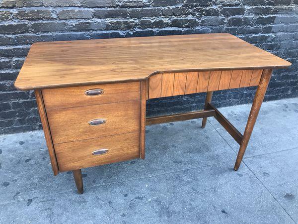 Mid Century Modern Desk By Hooker For Sale In Los Angeles Ca