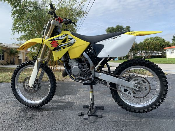 2004 SUZUKI RM 125 2 STROKE I BUY SELL TRADE for Sale in Port St  Lucie, FL  - OfferUp