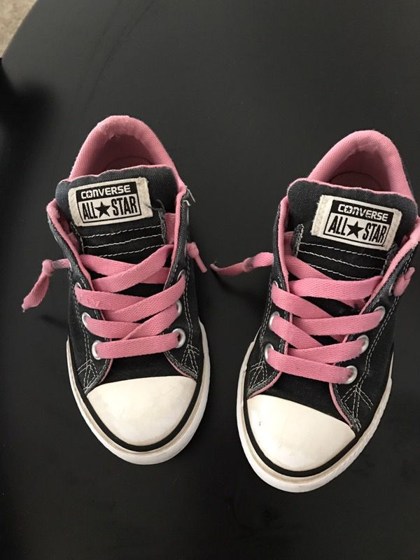 71e7737e13b6 Little girl Converse Shoes for Sale in Mesa
