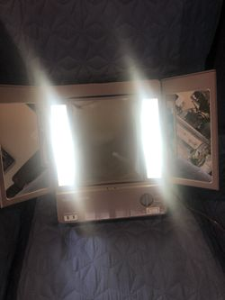 Vidal Sasoon Vintage Mirror With Lights Thumbnail