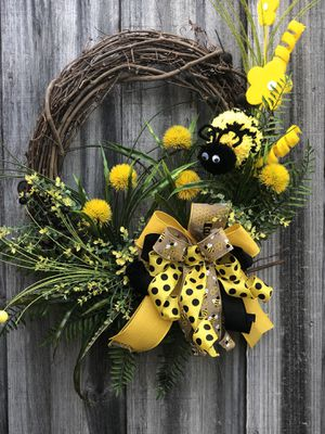 Photo Buzzing Bee front door wreath, everyday door hanger, yellow honey bee, handmade bow , spring summer Mother's Day gift