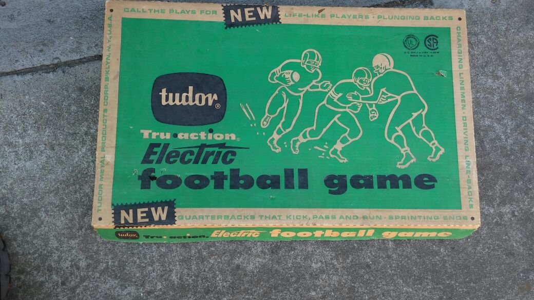 Vintage Electric football game all pieces in good shape