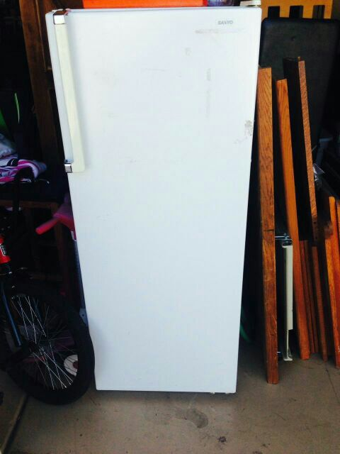 Refridgerator Sanyo Sr 952 Apartment Size Refrigerator 7 4