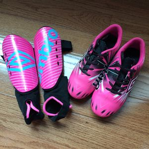 soccer cleats and shin guards Umbro pink for Sale in Chevy Chase, MD