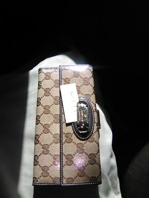 b916d29f992 Continental Gucci women s wallet for Sale in Mather