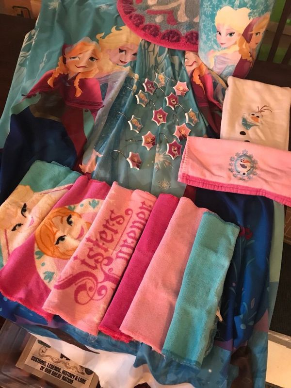 Disney Frozen Bathroom Set In Excellent Condition Includes Fabric Washable Shower Curtain