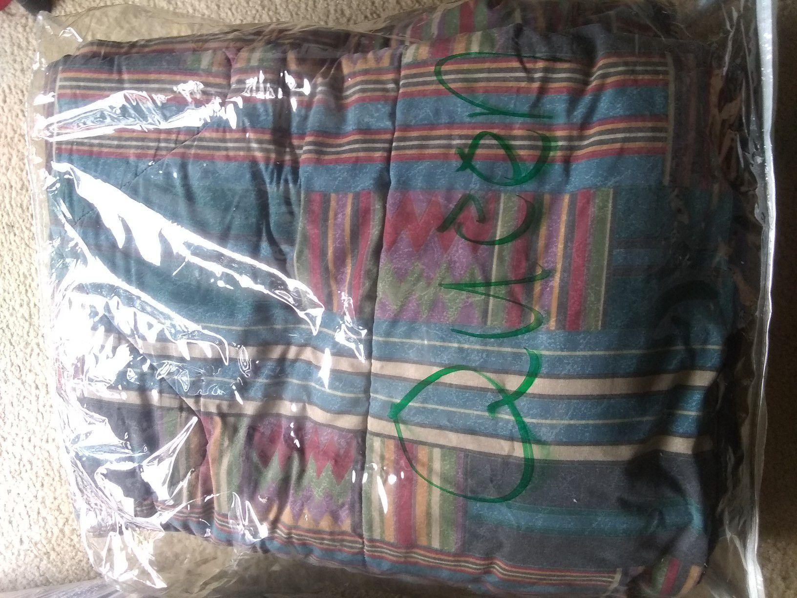 Queen size comforter excellent condition