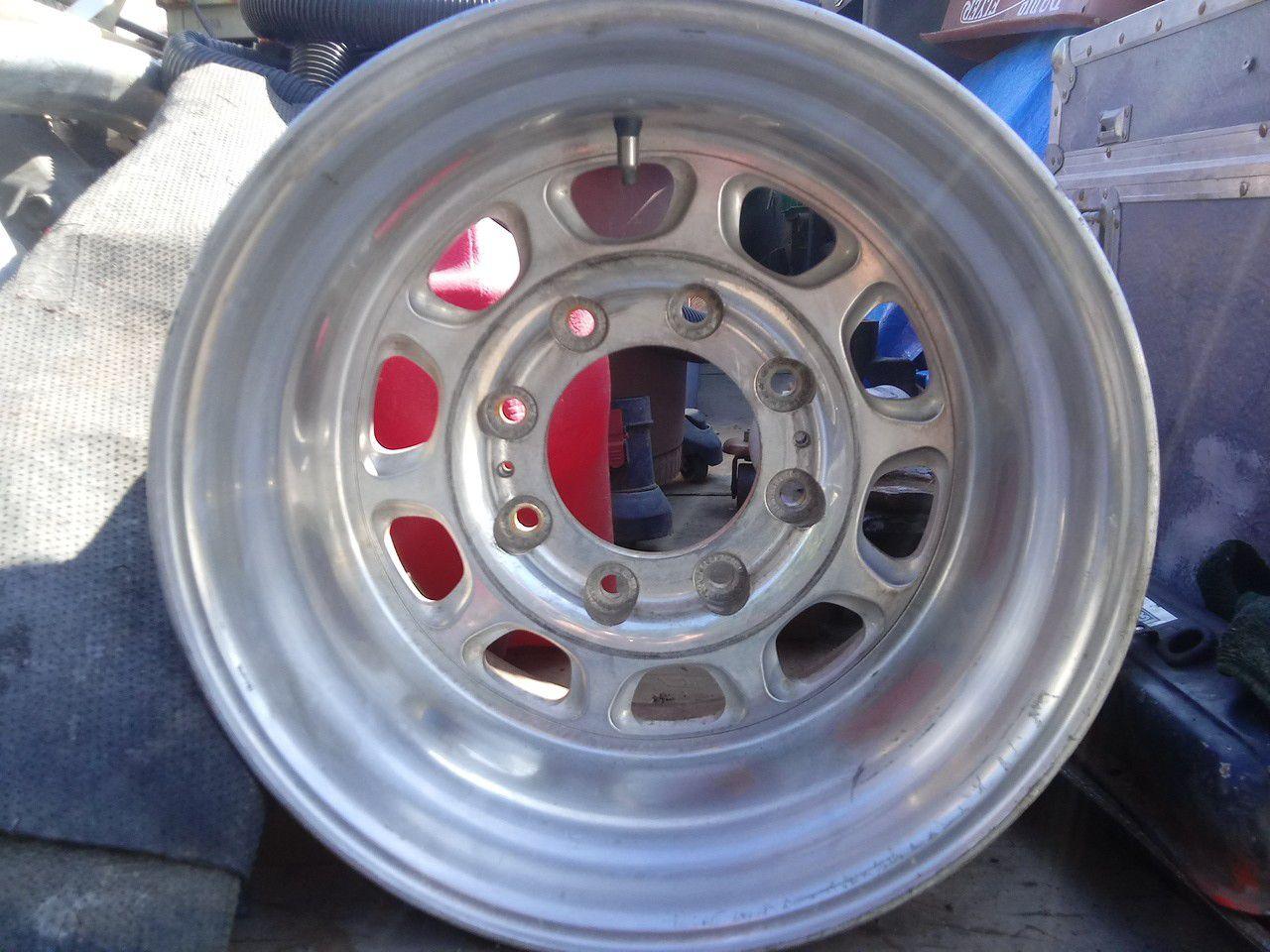 American raising alloy weels 16.5x11