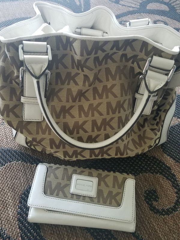 aad6d7300028 Gently Used Michael Kors Purse and Wallet for Sale in Los Angeles ...