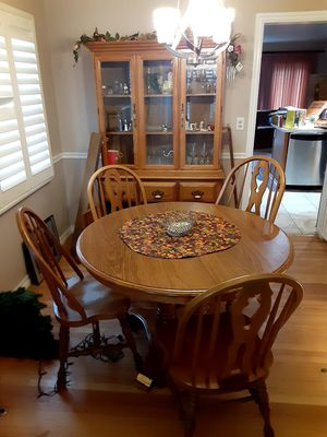 Photo Oak kitchen table chairs and hutch