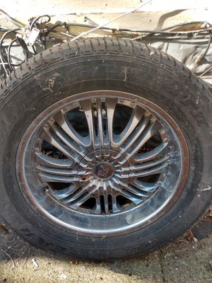 Photo 6 lug GM Chevy suburban rims needs 1 cap and 1 tire...$450 obo