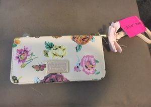 *Authentic* Betseyville by Betsey Johnson Wristlet for Sale in Orlando, FL
