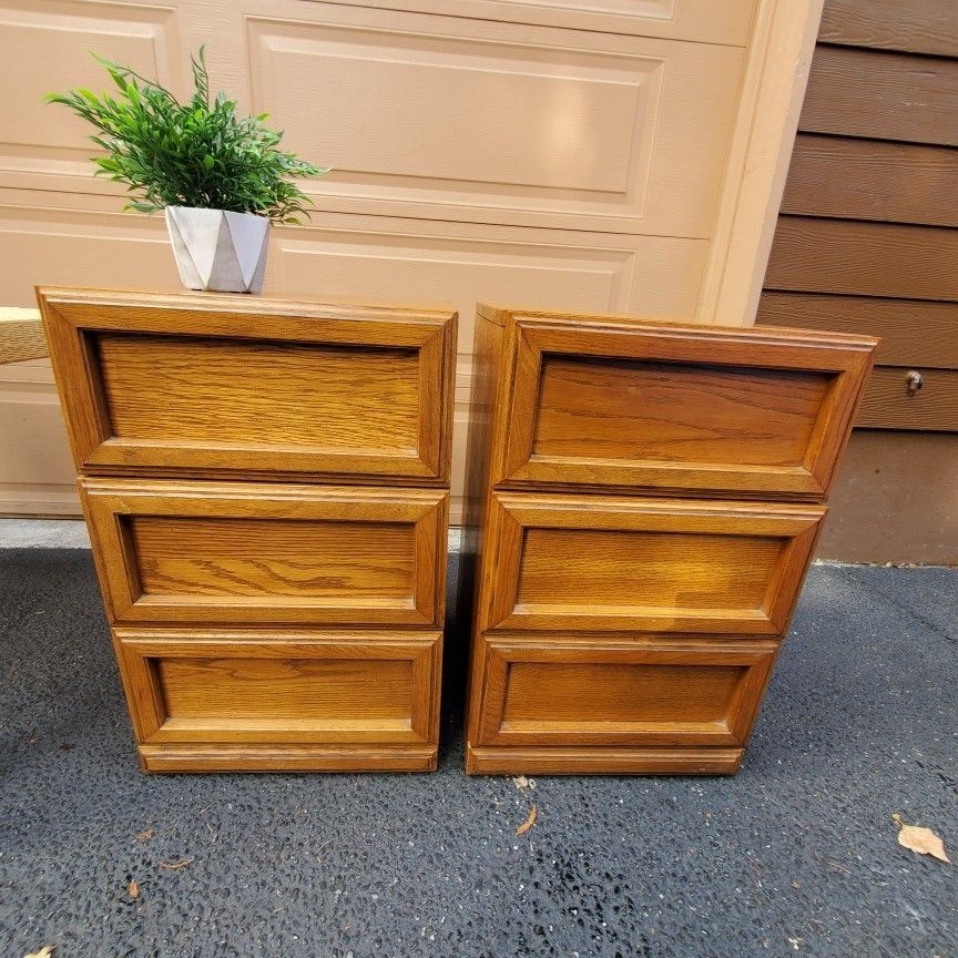 Modulus Morris Furniture Mid Century Modern Solid Wood 2 Meching End Tables/ Nighstands  / Side Tables  / 3 Drower Dressers Only $95 For Set.