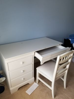 White wooden desk and chair for Sale in Potomac, MD