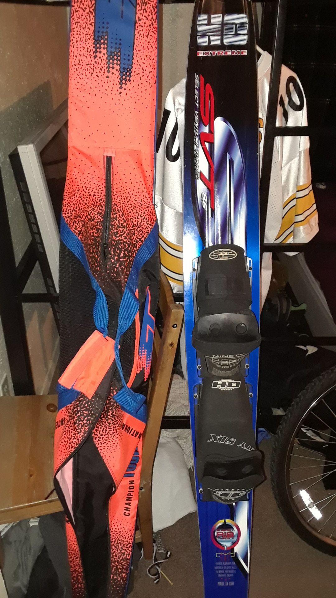 Slalom waters skis