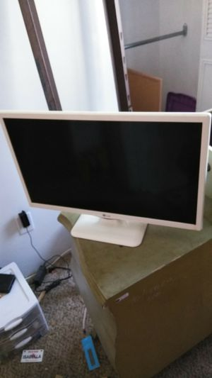 Two flat screen TV's 19 in LG flat screen 19 in element flat screen for Sale in Chelsea, MA