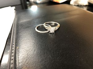 Wedding ring Kay jewelers 5.5 white gold for Sale in Sunrise, FL