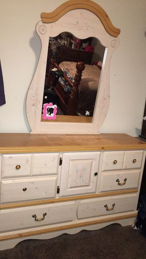 Twin bed with matching dresser and mirror for Sale in Louisa, VA
