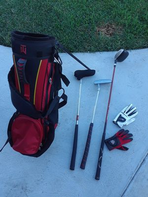 Golf bag, 3 clubs, 2 driver 1 putter and 2 gloves for kids. for Sale in Fresno, CA