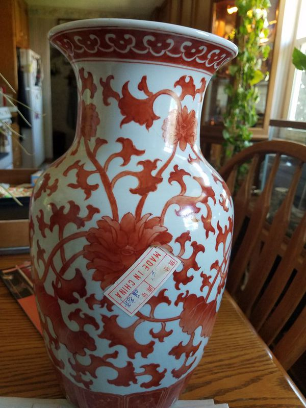 Old Chinese Antique Vases Various Different Sizes And Dates For Sale