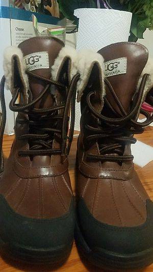 Nice boots UGG SIZE 6 for Sale in Silver Spring, MD