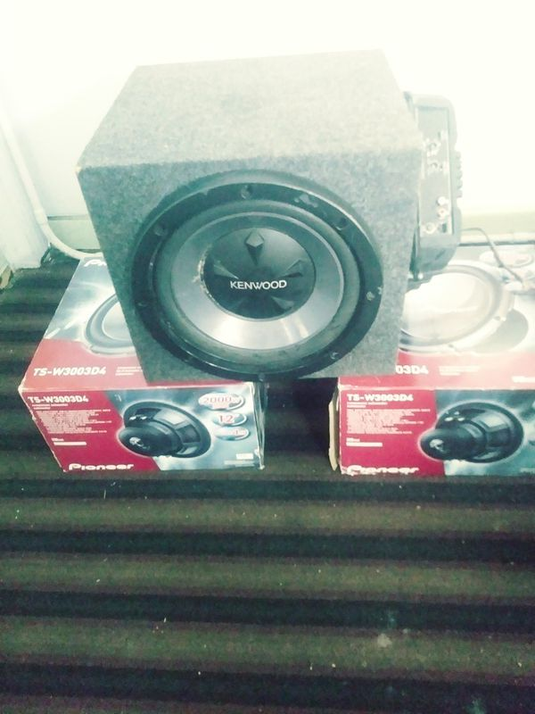 2 2000 watt 12\'s and a 3000 watt amp with wires for Sale in Detroit ...