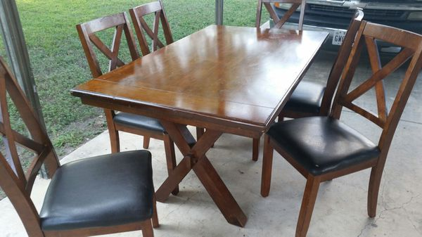 6 Normal Height Chairs And Table For Sale In San Antonio TX
