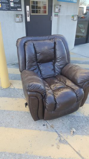 Recliner in good condition for Sale in Gladys, VA