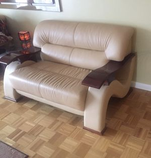 Leather loveseat sofa for Sale in Chestnut Hill, MA