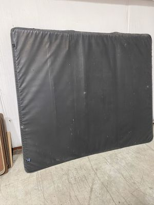 Photo TONNO TRI-FOLD BED COVER FITS 99 to 2006 GMC OR CHEVY SILVERADO AND WILL FIT THE 2007 CLASSIC CHECK PHOTOS
