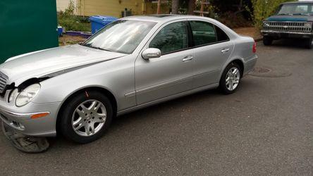 2004 Mercedes-Benz E-Class Thumbnail