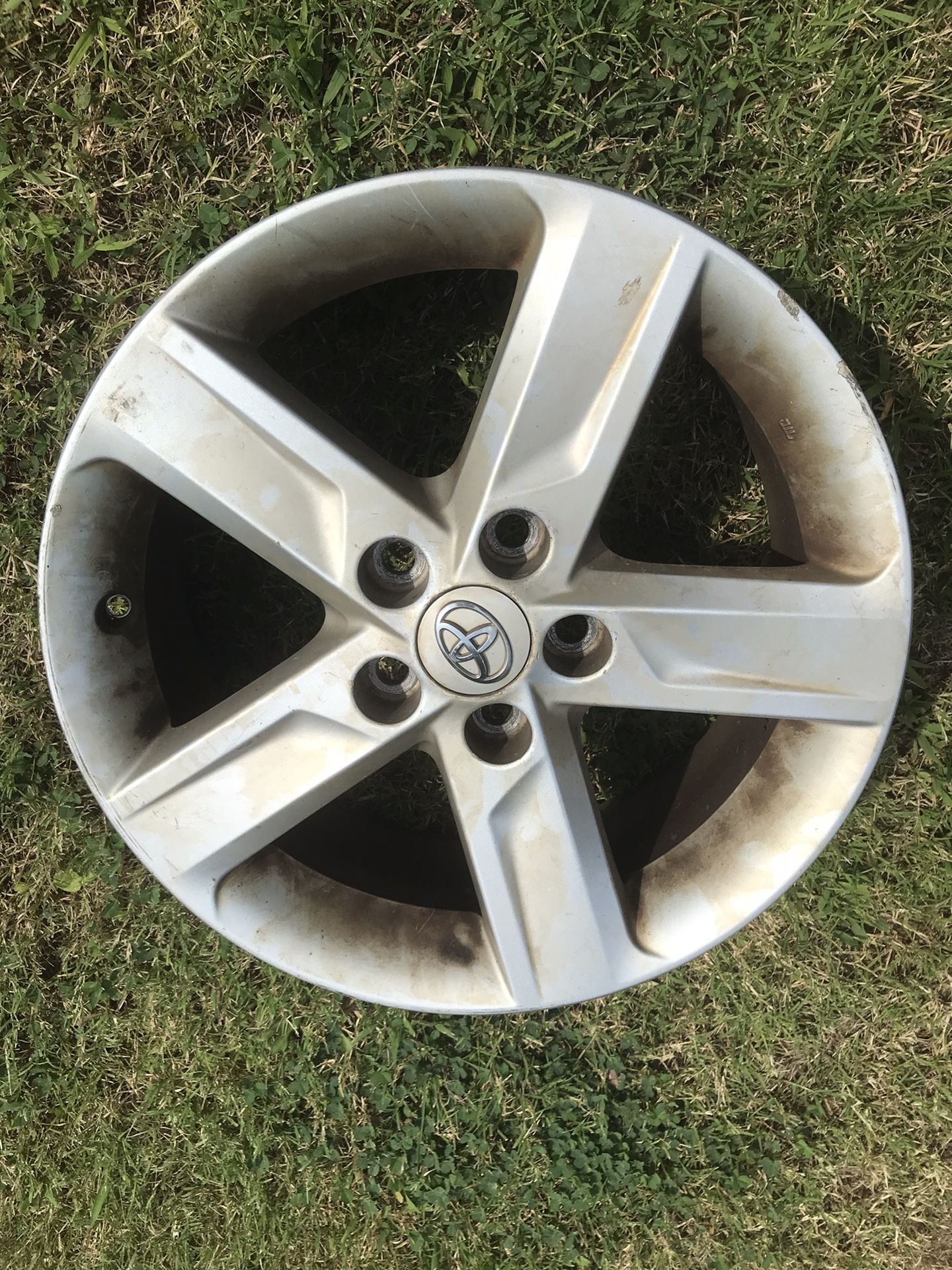 Toyota alloy wheel rim