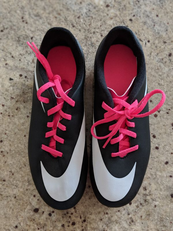 finest selection 6852f 319ba Nike better world soccer shoes size 3Y