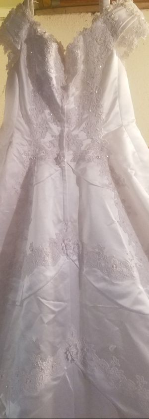 White Wedding Dress with long Train for Sale in Detroit, MI