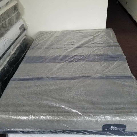 Queen Size Serta Icomfort Blue Max 1000 Plush New Mattress For