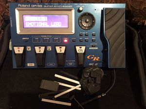 Photo ROLAND GR-55 GUITAR SYNTHESIZER WITH GK-3 PICKUP,HARDWARE AND MOUNTING BRACKETS W/CABLE