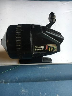 Older South Bend Closed Face Fishing Reel - centerville or englewood - shipping available for Sale in Woodbourne-Hyde Park, OH
